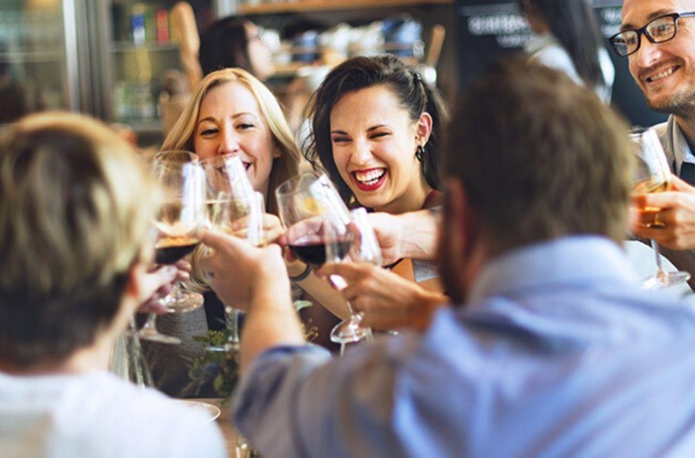Pubquiz dinerspel in Den Haag, een oergezellig Haags kennisspel als bedrijfsuitje inclusief diner.4